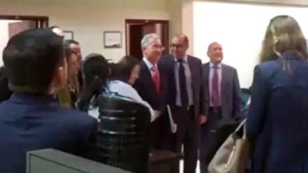 Uribe fotos ante el CNE