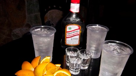 trago alcohol aguardiente droga colombia