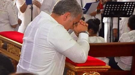 duque rezando