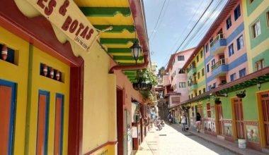Tour a Guatapé-Pueblo colorido