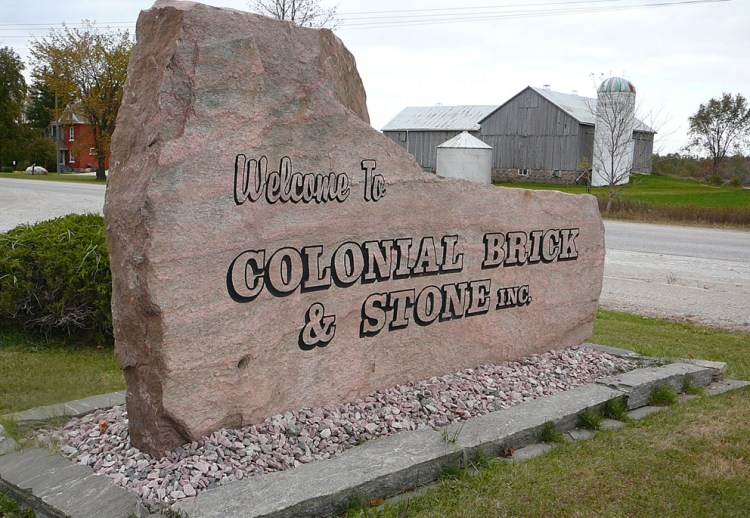 Colonial's Sign