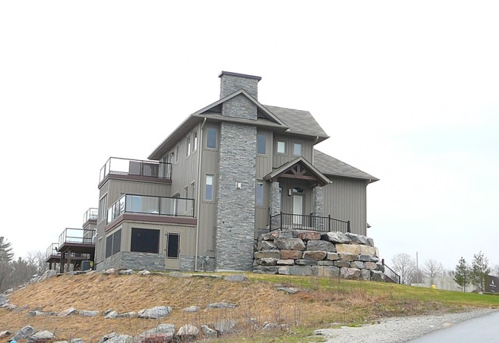 Elite Blue Granite Ledgerock (Muskoka Bay Resort)