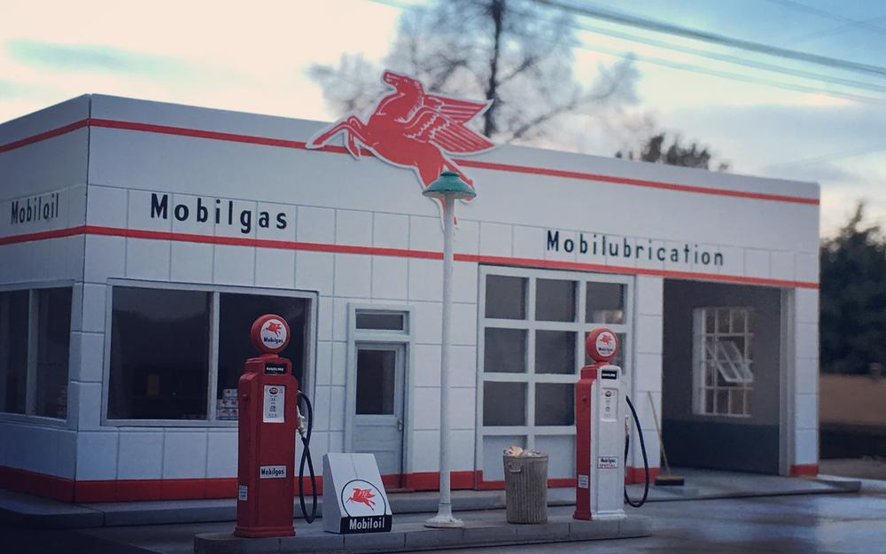Mobil Service Station opens in Longview