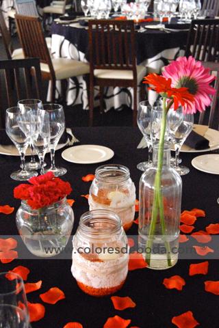 3-colores_de_boda-centros-de-mesa-botes-vela-botellas-gerbera-naranja-2