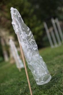 colores-de-boda-16-señaletica-palos-encaje