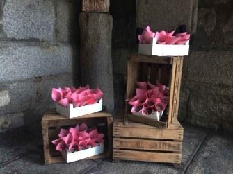 colores-de-boda-cajas-conos-arroz-iglesia