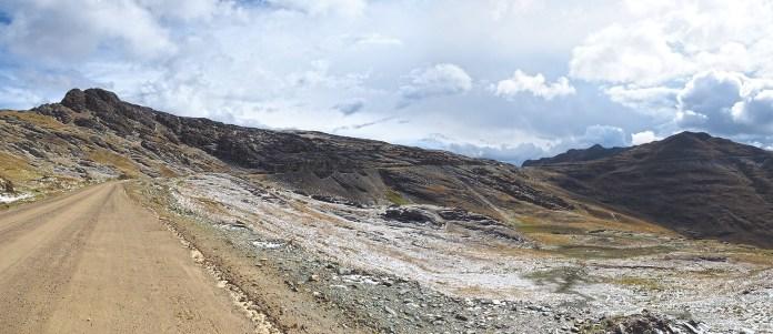 Nach einer Passhöhe, Landschaft mit leichtem Zuckerguss