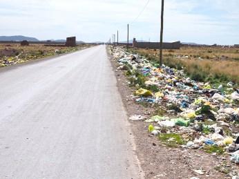 Ausfahrt aus Juliaca. Bild des städtischen Perus.