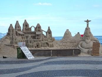 Sandkunst bei der Copacabana