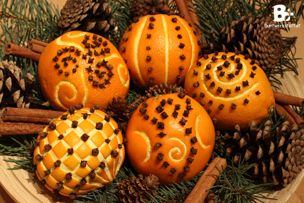 oranges and cloves pomanders for christmas - Christmas Oranges