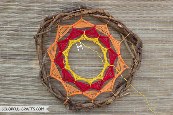 How to make a sun dreamcatcher / DIY Tutorial colorful-crafts.com