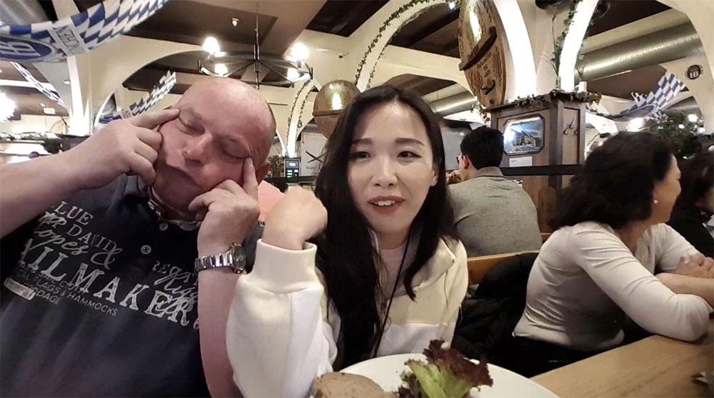 Koreanische Twitch-Streamerin wird in Berlin rassistisch beleidigt