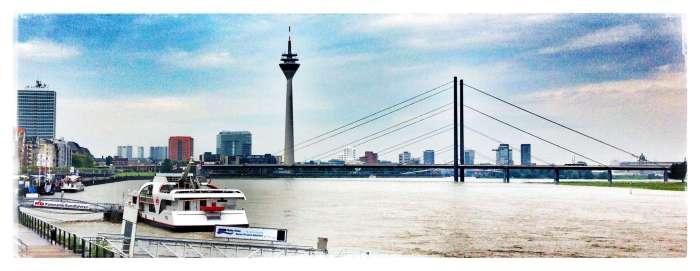 Blick auf Rhein in Düsseldorf