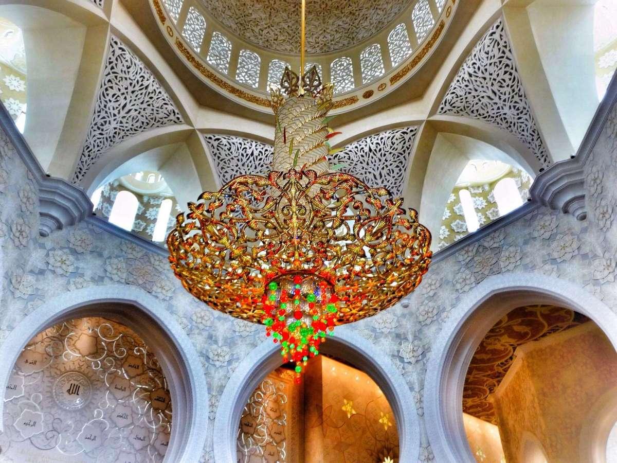 Der größte Kronleuchter der Welt - von Bayern nach Abu Dhabi
