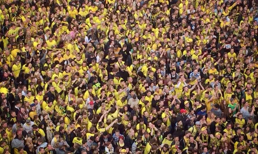 Gelbes Meer auf dem Dortmunder Friedensplatz