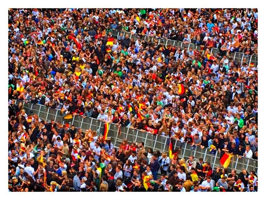 Alternativ: Der Friedensplatz bei Länderspielen in schwarz-rot-gold
