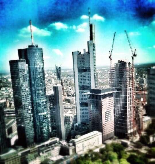 Blick aus dem Trianon-Tower auf die Frankfurter Skyline