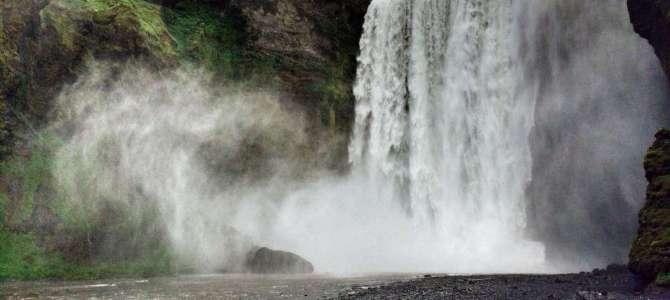 Vulkane, Wasserfälle, Lavastrand – von Selfoss nach Vik