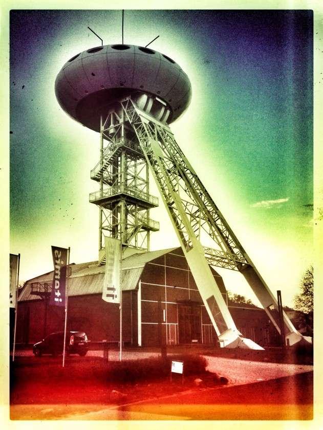 Backstein-Gebäude der ehemaligen Zeche Achenbach mit Colani-UFO