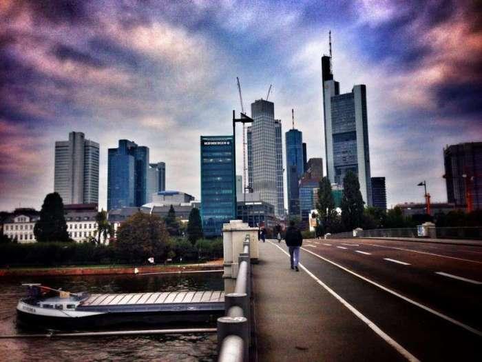 Skyline Frankfurt - vom Main aus gesehen