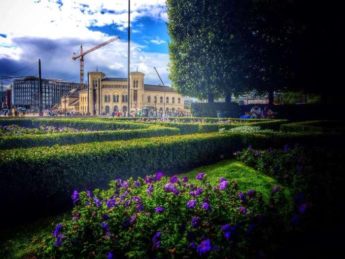 """Blick vom Rathaus auf das Freidenscenter"""""""