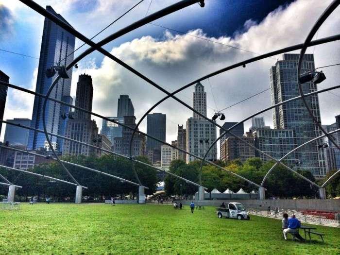 Konzertmuschel mit Blick auf Skyline von Chicago