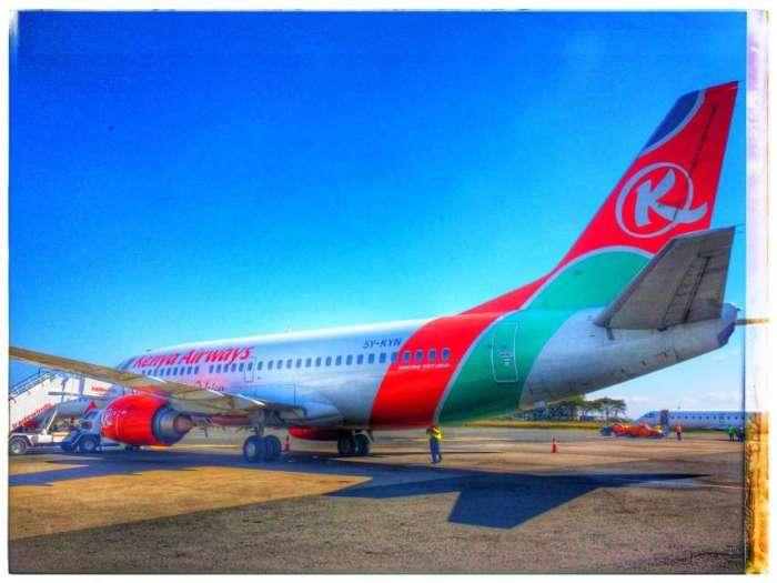 Flugzeug von Kenya Airways auf dem Flughafen in Nairobi