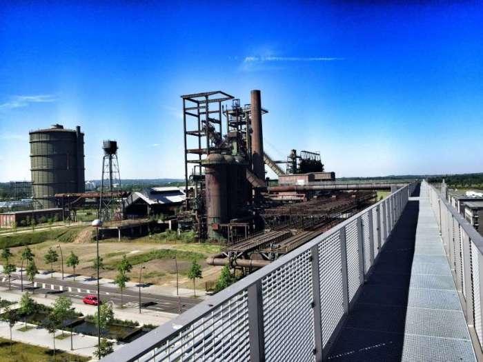 Der Skywalk über das stillgelegte Stahlwerk