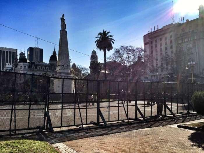 Schutzzaun vor dem Parlament