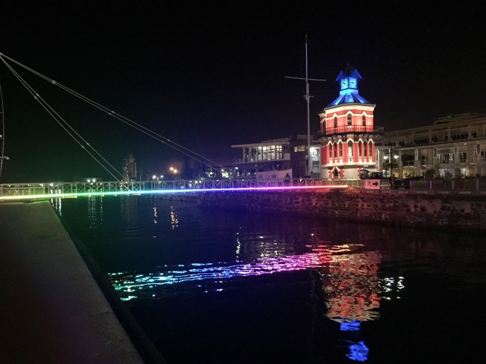 Die Waterfront bei Nacht