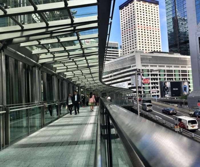 Fußgängerbrücke im Bankenviertel