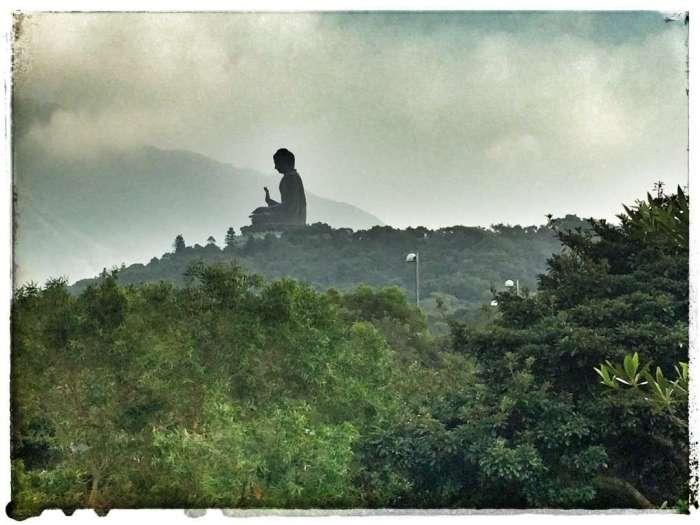 Der riesige Buddha ist schon von Weitem zu sehen