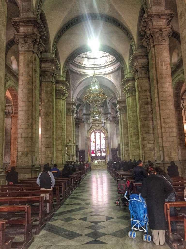 Blick in die Kirche am Plaza Murillo