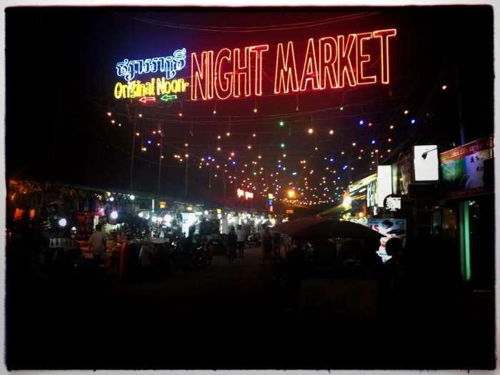 Abends finden zwei Nacht-Märkte statt