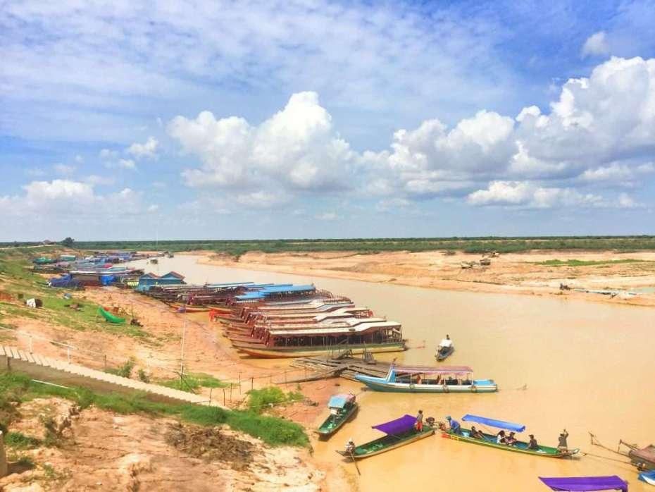 Von der Anlegestelle starten die Boote zum schwimmenden Dorf