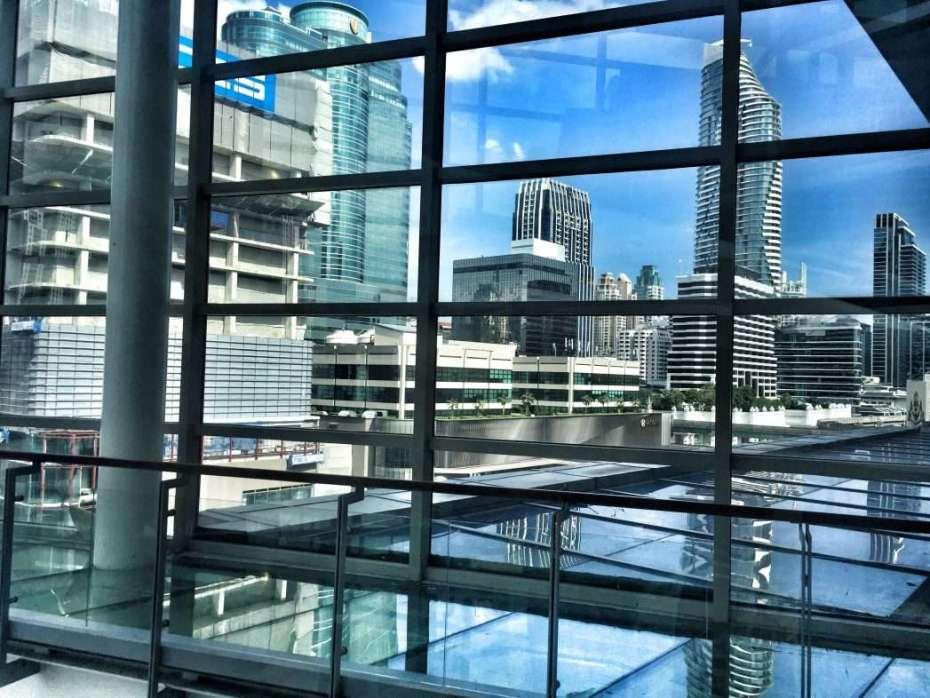 Blick aus der Mall auf den Central District von Bangkok