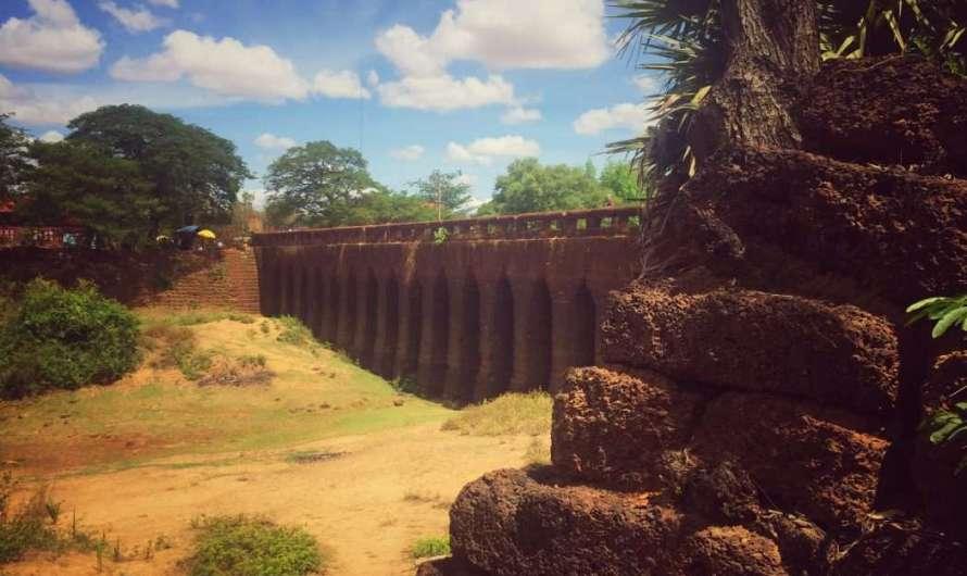 Die 1000 Jahre alte Brücke Preah Toeus