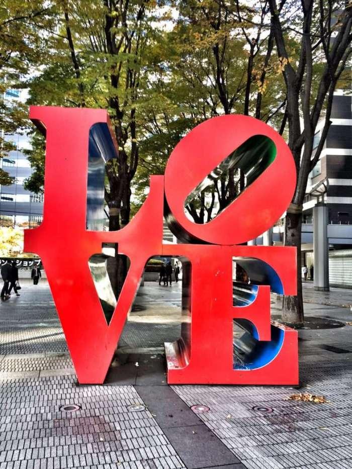 Love-Skulptur in Tokio