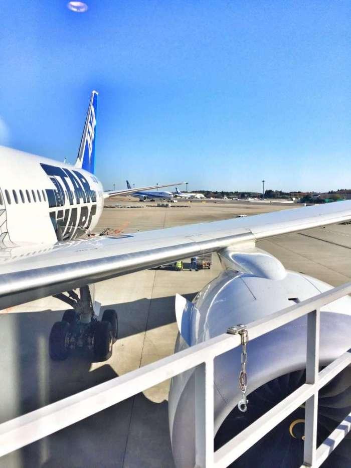 Star-Wars-Flugzeug auf dem Flughafen Tokio-Narita