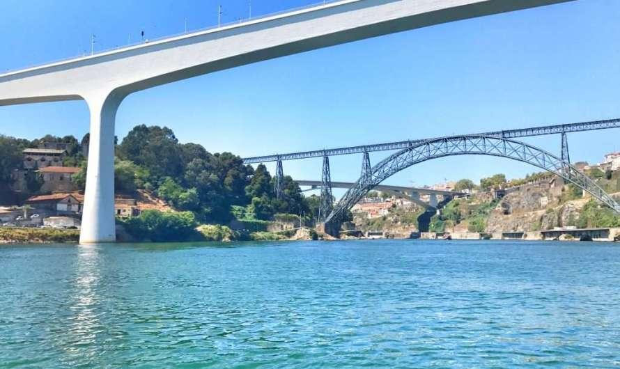 Mit dem Schiff über den Douro in Porto fahren