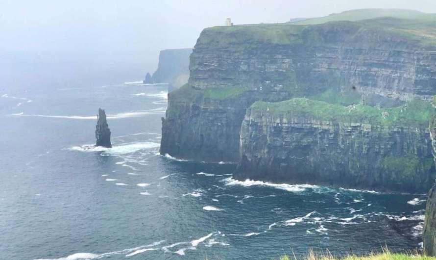 Die Steilküste Cliffs of Moher in Irland