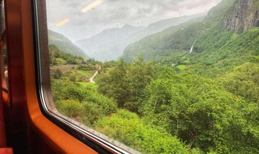 Fahrt mit der Flåmbahn in Norwegen