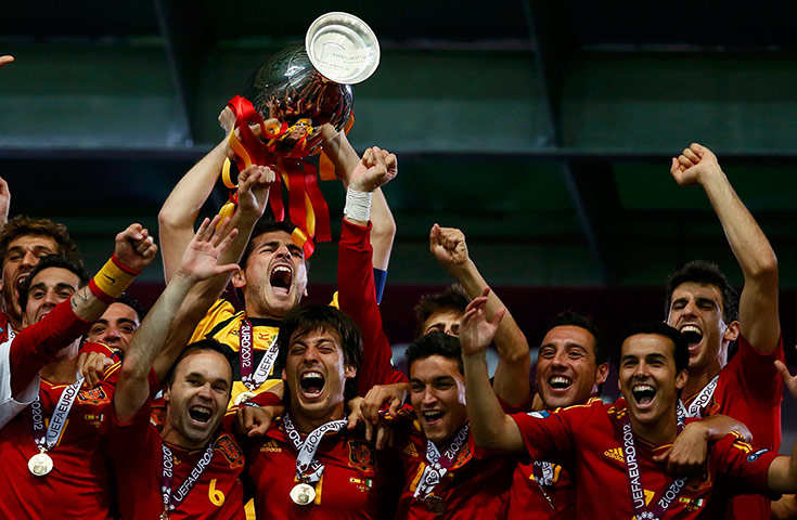 Spain Winners Euro 2012 – Casillas raise the Cup | Colorfully