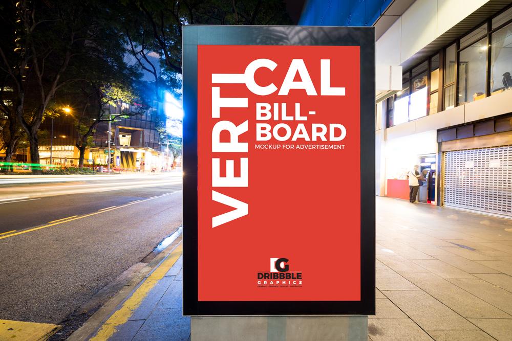maqueta de cartelera vertical de calle de ciudad gratis para publicidad