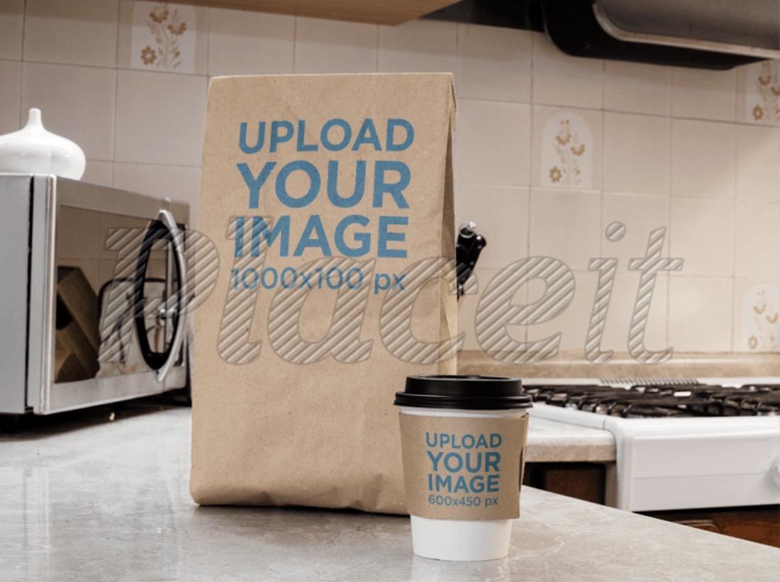 taza de café para llevar y maqueta de bolsa de papel