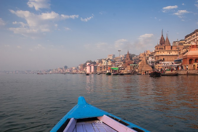 A boatride is the best way to experience the Ganges