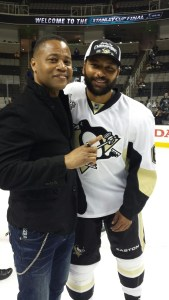 Oh what a night. Trevor Daley (right) savors Stanley Cup victory with actor Cuba Gooding, Jr.(Photo/Phil Pritchard/Hockey Hall of Fame).