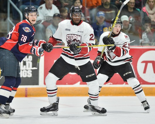 Detroit Red Wings 2016 draftee Givani Smith (center) patterns his game after Philadelphia Flyers forward Wayne Simmonds (Photo/Terry Wilson/OHL Images).