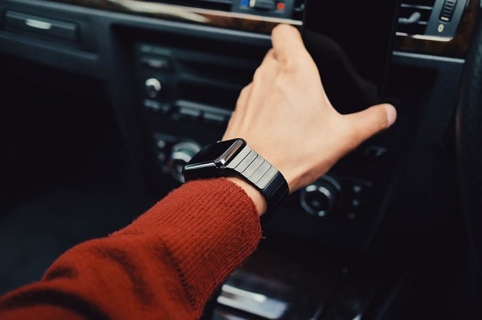 Driving with a budget smartwatch
