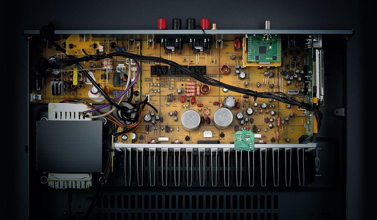 Yamaha R-N303BL Network Receiver